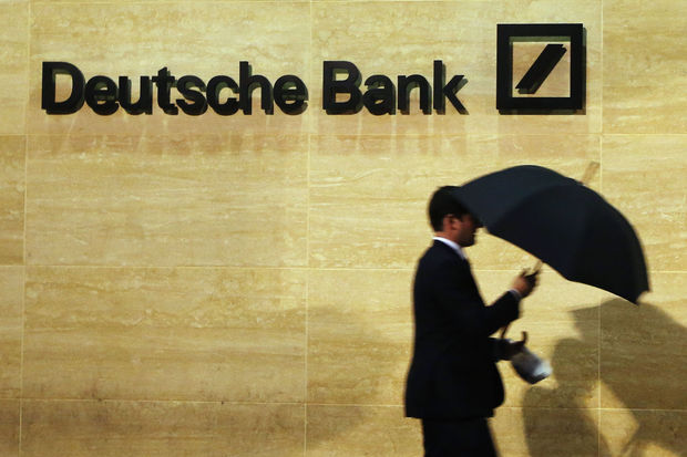 Deutsche Bank bant sms en Whatsapp