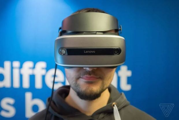 De VR headset van Lenovo., The Verge