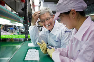 Apple-topman Tim Cook bezoekt iPhone-fabriek van Foxconn in China