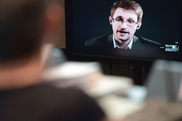 Edward Snowden videogast bij Big Brother Awards in Nederland